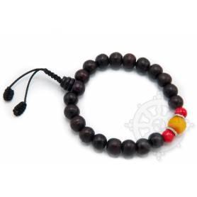 Malas pour poignet composé de 18 perles bois de rose(8mm), 2 corail(8mm) 1 ambre(10mm)