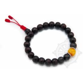 Malas pour poignet composé de 20 perles bois de rose(8mm) 1 ambre (10 mm)