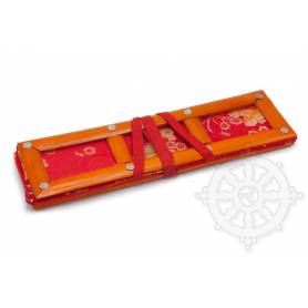 Grand porte-textes en tissus rouge floral(armature bambou, L. 36 x l. 10 x H. 10cm)