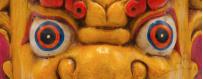 Beschermende maskers - sculptuur van natuurlijk hout, 2019