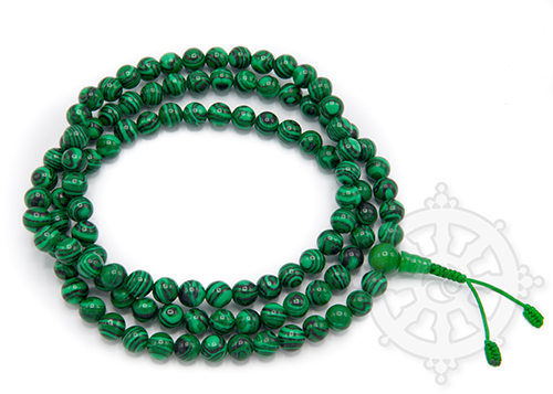 The mala is the Buddhist rosary. Attribute of the deities, it is also the usual object that practitioners use to recite mantras. It is used as a tactile support, at the same time allowing to count the mantras if one has set oneself to repeat a definite number of them.